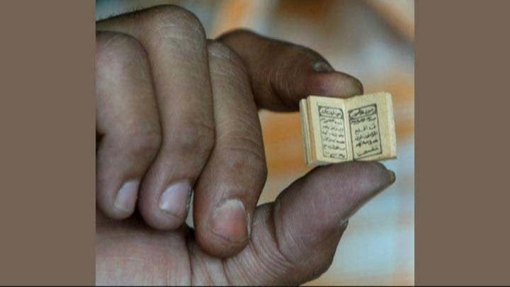 কুমিল্লায় পবিত্র কুরআন শরিফের ক্ষুদ্র আকারের প্রাচীন কপির সন্ধান পাওয়া গেছে