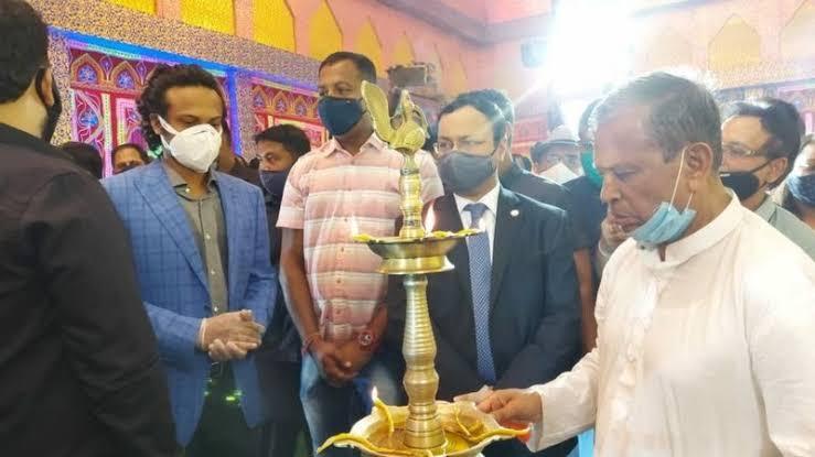 'মৌলবাদের কাছে আত্মসমর্পণ করা উচিত নয়', সাকিবের পুজো উদ্বোধন বিতর্কে পশ্চিমবঙ্গের মন্ত্রী